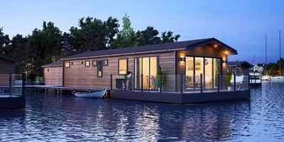 Priory Marina floating home