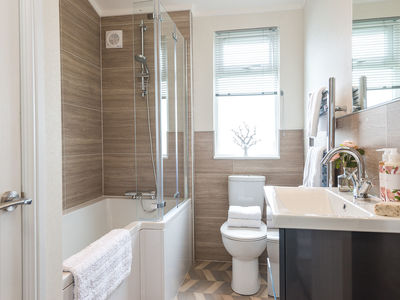 Prestige Homeseeker Essence  family bathroom